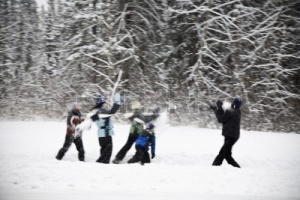 7208136-a-group-of-children-having-a-snowball-fight