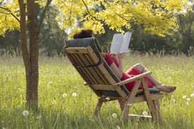woman-reading-book-outside-275px