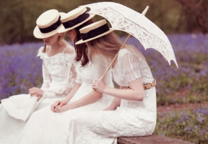 edwardian-girls-with-lace-parasol