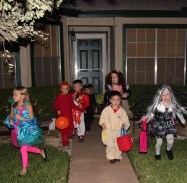 IMG_4991E_NeighborhoodKidsTrickOrTreating